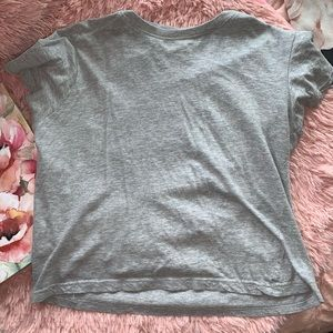 Gray short sleeve crop top